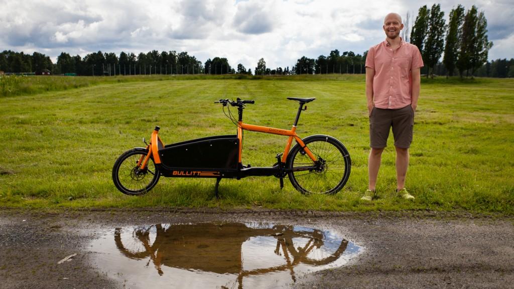 STERK I TROEN: Christian Duelund Græm kjøpte sin Bullitt mens han fortsatt bodde i København. Nå vil han selge den danske lastesykkelen til nordmenn.