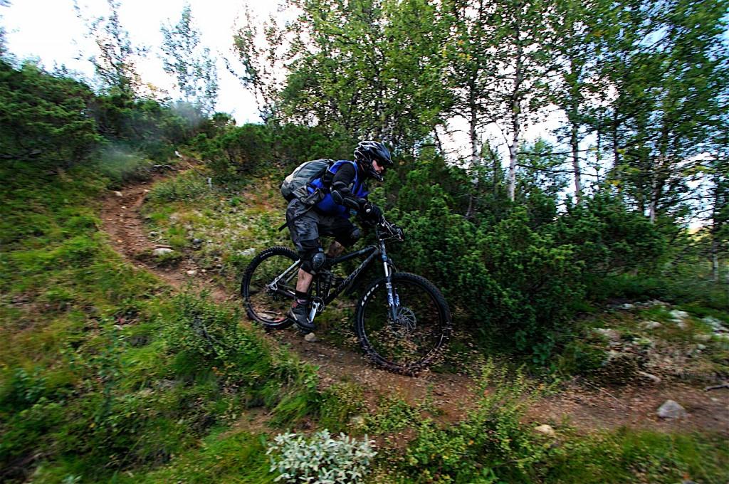 PÅ FJELLTUR: Arne elsker fjellet, og oppsøker det både til fots, på ski og på sykkel. Her fra en kryssing av Huldreheimen (også kjent som Gausdal Vestfjell) i 2008. For de spesielt interesserte: Sykkelen her er en Turner Five Spot med 14 innvendige gir i et tysk Rohloff-nav.