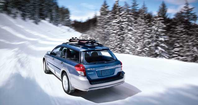 BILER JEG IKKE HAR EID – 8:Subaru Outback (1994–). I rekken av fabelaktige argumenter i Subarus favør, er jeg er særlig svak for et av de minst viktige: Den er produsert av Fuji Heavy Industries. For en som til sjuende og sist – når all kultus er skrellet bort – ser på biler kun som praktiske nytteverktøy, er dette et strålende navn. Da jeg vokste opp, var Subaru en bil for distriktsveterinærer og fjelloppsynsmenn. Det var bilen for de som måtte fram, de som hadde andre ting å skryte av enn bilmerket. Subaru begynte med firehjulstrekk på personbilene sine i 1972, og har holdt seg trofast til sine stødige boxermotorer – uansett hva andre har funnet på. Hvis det er én bil som får meg til å lengte etter fjellet, fiskestenger og avsidesliggende eventyr, så er det turbil-tøffingen Outback.