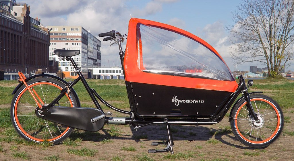 """We've been painting Kr8's in all sorts of color combinations but I really like the simplicity and contrast of this one. We now also have black panels for the Kr8 in stock. They're made of the same tough """"betonplex"""" as the birch finished versions. http://www.workcycles.com"""