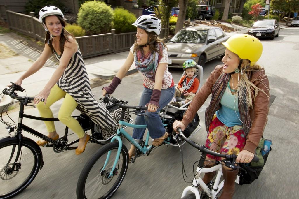 Hvis Ove ikke hadde bodd på Voss, men i Oakland i California – og ikke vært mann, men kvinne –og i tillegg bare tatt i bruk sykkelen helt uten oppgraderinger –og hatt to venner i nabolaget med like sykler, så hadde han sett AKKURAT slik ut! Foto: Xtracycle
