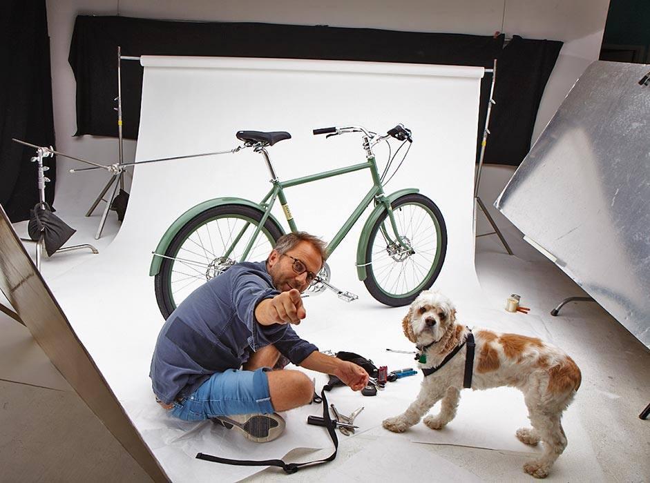 VOFF: Benno tok med bikkja i studio, sammen med en av de andre modellene i Benno Bikes-kolleksjonen: Ballooner.