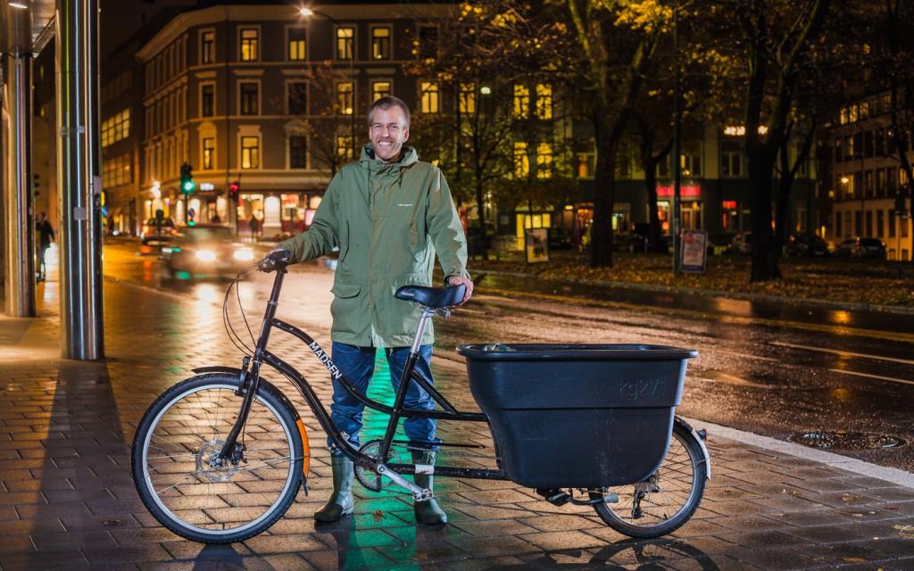 HAPPY: Alf Waage har Norges eneste Madsen longtail, og trenger dermed aldri bekymre seg for om han har plass til det han måtte ønske å ta med seg hjem. Foto: Geir Anders Rybakken Ørslien