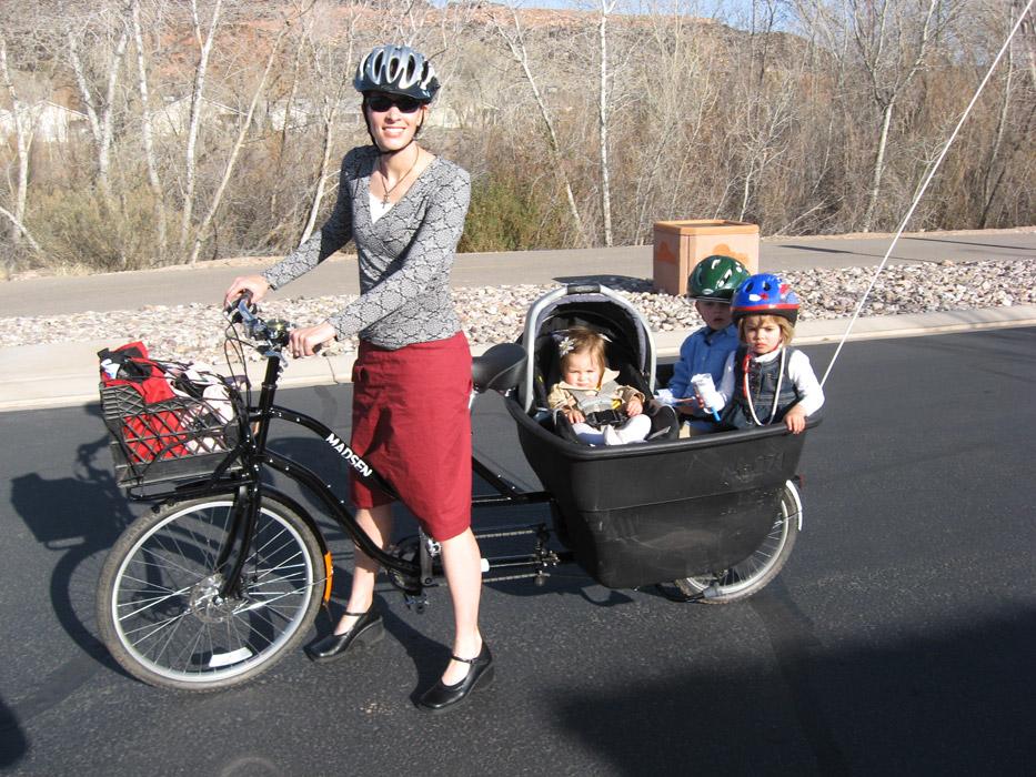 FAMILIESYKKELEN: Dette er Ann, som blogger for Madsen Cycles – og viser hvordan hun ferdes i hverdagen hjemme i Arizona. Madsen har ingen forhandlere i Europa, men er interessert i å høre fra aktuelle kandidater. Tipset er herved levert!
