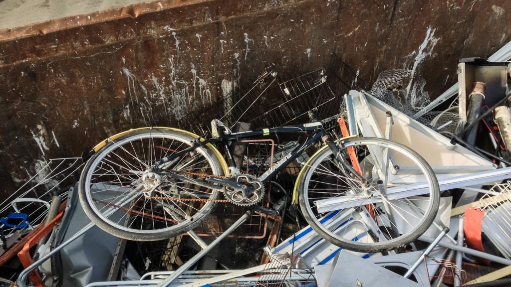 NEI: Det trenger ikke være slik. Svært mange sykler som havner på dynga, kunne fått mange flere gode år på veien med litt stell og vedlikehold underveis. Foto: Geir Anders Rybakken Ørslien