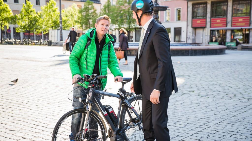 BRANSJEGIGANT: Stian Steen-Olsen har i Stians Sport blitt en av Skandinavias største sykkelimportører, med Merida. Nå har de utviklet egne elsykler under merket E-Green – som konkurrerer i de lavere prisklassene. Steen-Olsen lot ikke anledningen gå fra seg til å gi statsråden bransjekunnskap.
