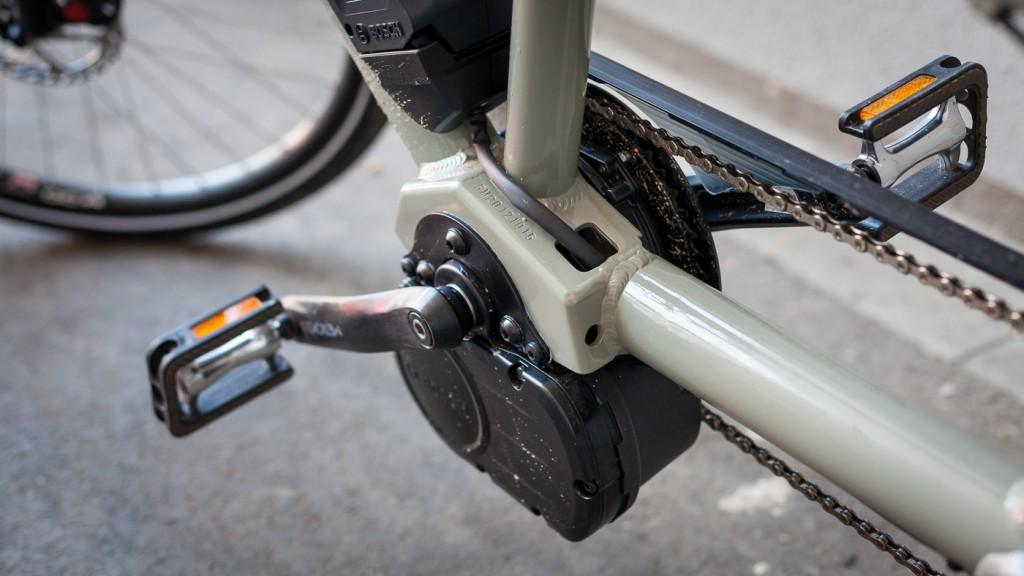 RYDDIG: En ramme som er bygget for elmotor sørger for ryddig kabelføring. Transporter Hybrid bruker første generasjon Bosch-motor. Foto: Geir Anders Rybakken Ørslien