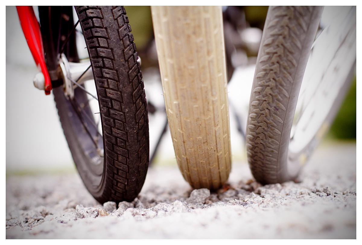 DEKK: En samling dekk fra familiens ulike sykler i ulike størrelser.