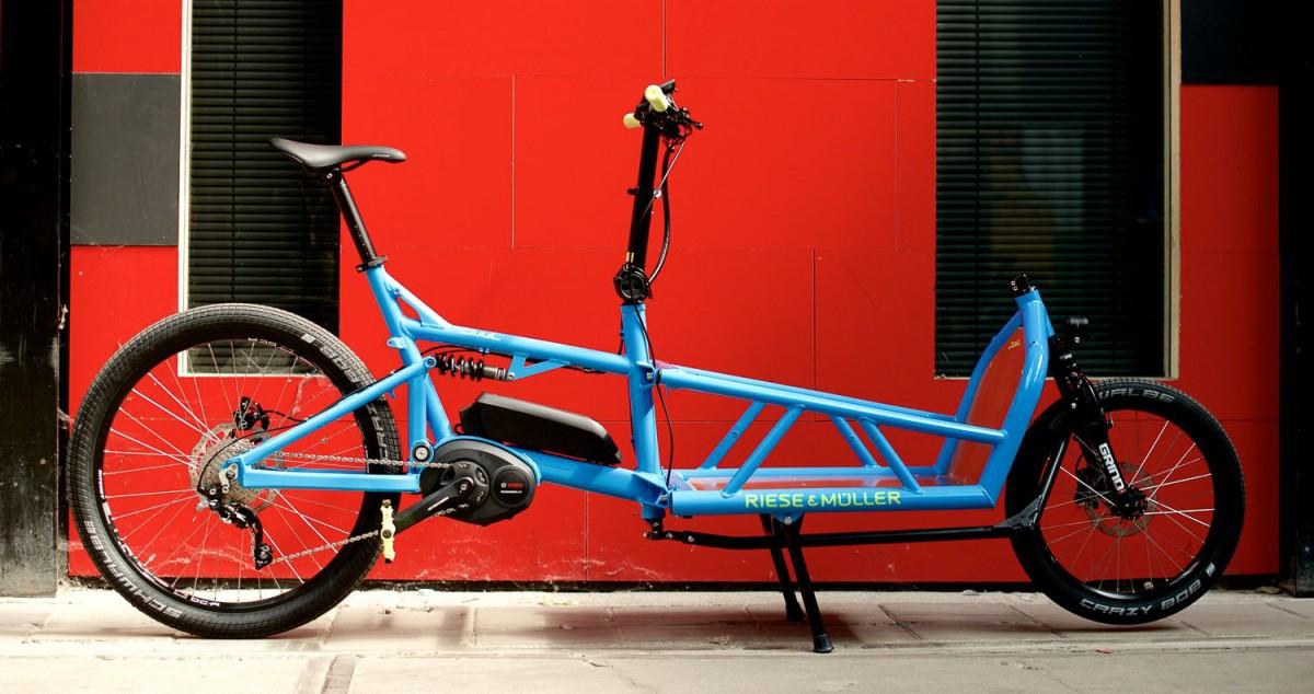 x_reise-mueller_load_sport-blau_rote-wand-5