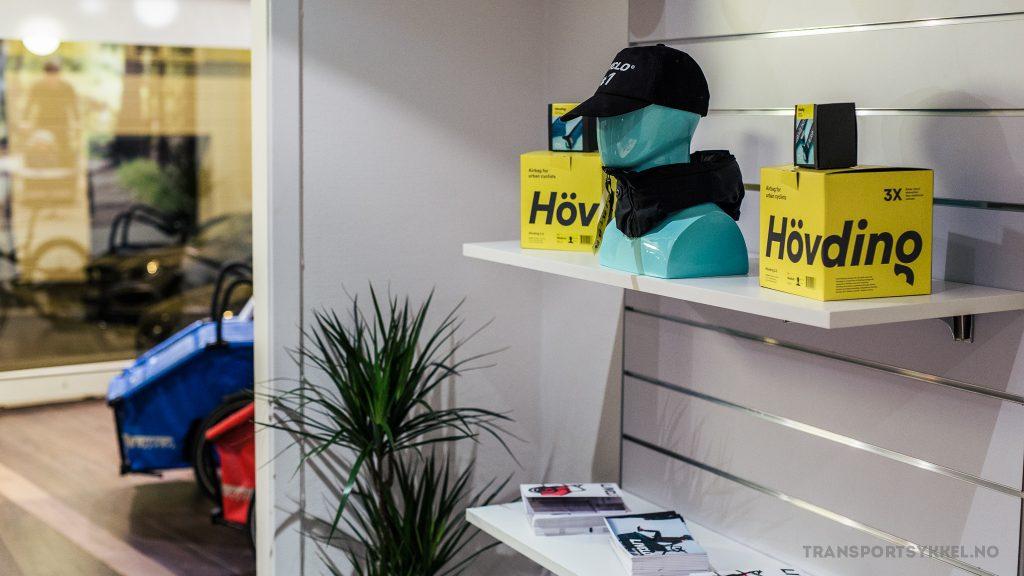 AIRBAG: Livelo har sikkerhet som et av sine satsingsområder, og selger også en annen svensk suksess i samme sjanger: Den usynlige hjelmen Hövding, som er en airbag gjemt i en krave. Når du tryner, popper en luftpute rundt hodet ditt som beskytter bedre enn vanlige hjelmer.